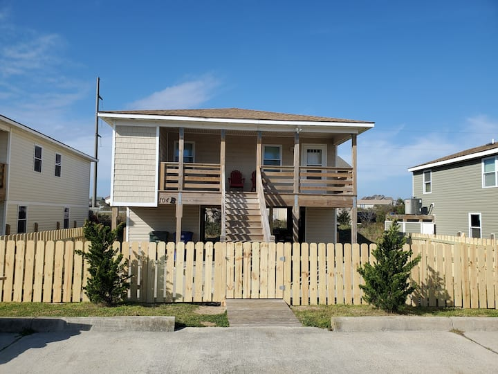 Casa de Calypso Unit B - Beachside, Dog Friendly!