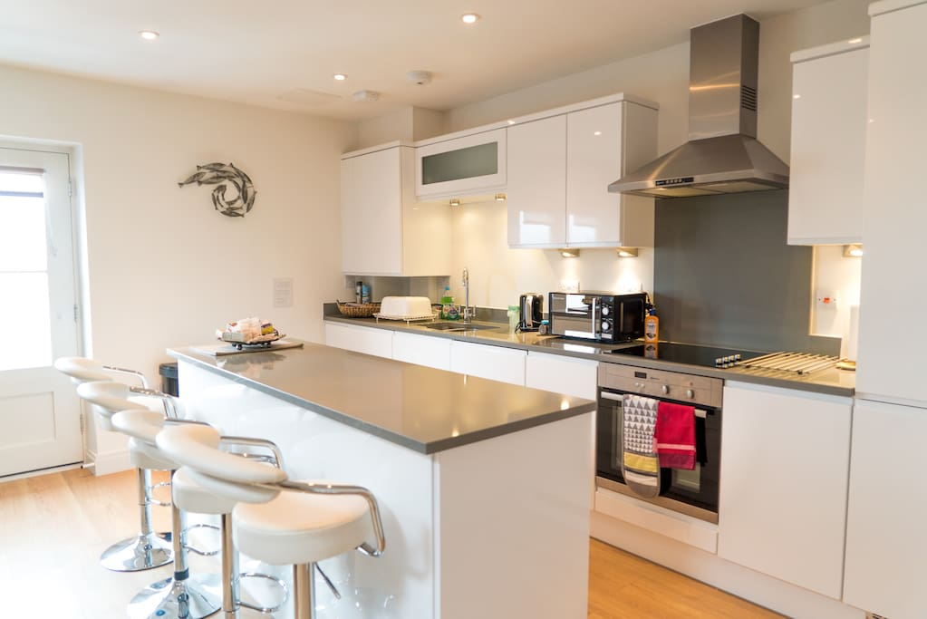 Fully fitted kitchen coffee/tea/milk/cereals etc. supplied.