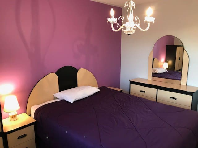 QUEEN-SIZED BEDROOM WITH FULL KITCHEN (PURPLE)