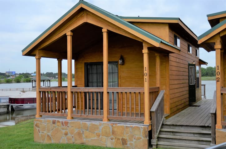 Beautiful Lake Front Cabin - 2 bed w/ mini loft - Willis - Stuga