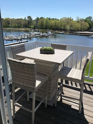 2 bdm condo, harbor view, steps to Dock sq, pool