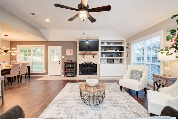 Spacious Cozy Sugarland Home for your Relaxation.