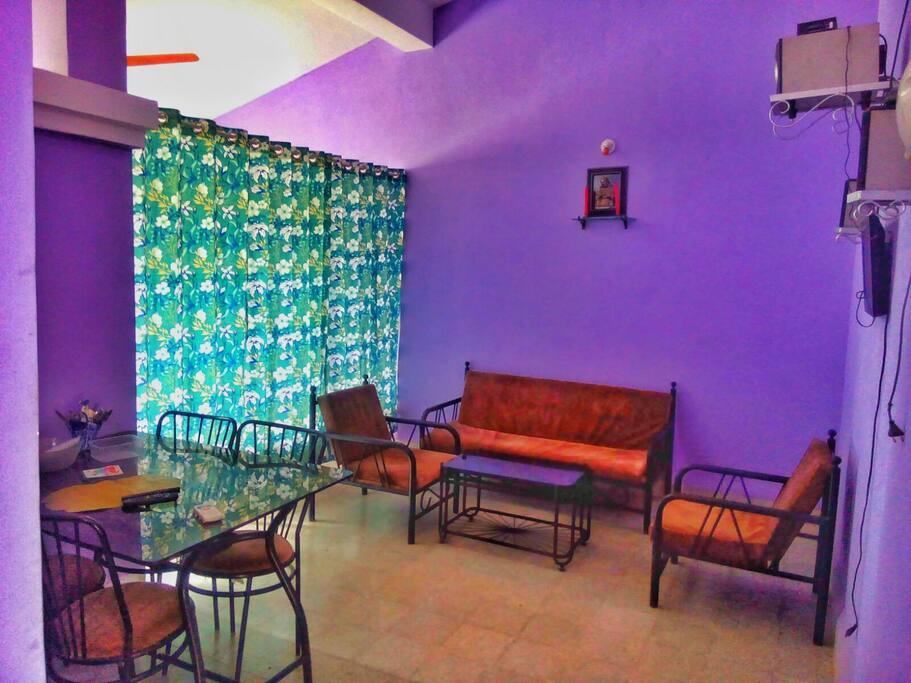 sitting room cum hall