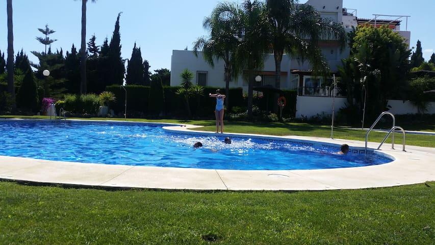 Playa piscina y relax en casa entera Marbella