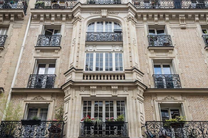 Authentic 3 room Haussmannian flat, Montmartre