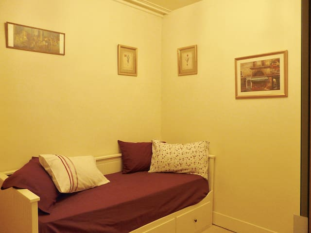 Comfortable Double Bedroom in Historic Family Home - Auchenblae - 獨棟