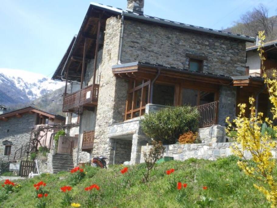 maison traditionnelle savoyarde maisons louer bourg