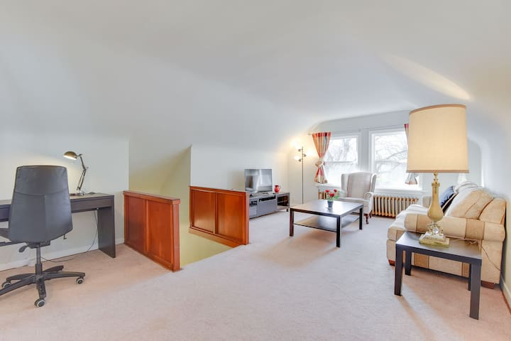 BEACH (5min) / House / 2br Top Floor / Kitsilano