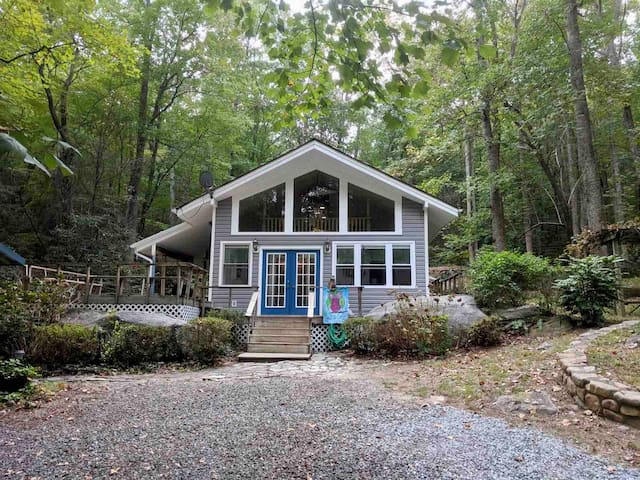 Camp Hideaway at Chimney Rock sleeps 8