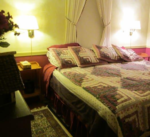 First Floor: Parlor Suite, Sleeps 5 - Phippsburg - Bed & Breakfast