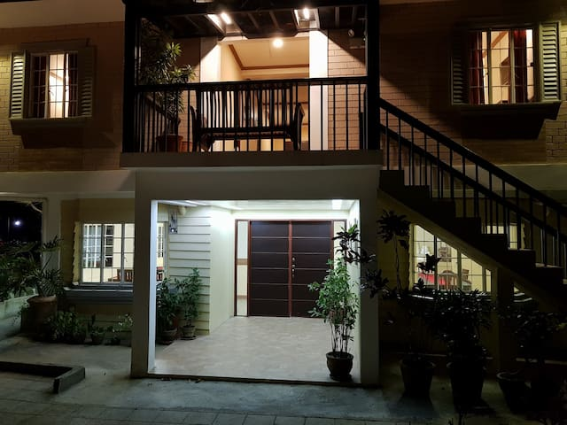 Enyong's Inn & Restaurant (Bed & Breakfast R3)