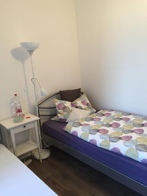 Zimmer -2- zwei Einzelbetten
