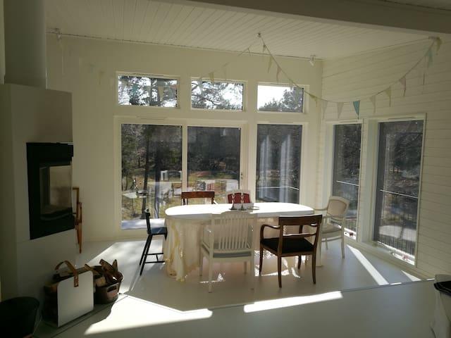 Modernt o bekvämt skärgårdshus på  Runmarö