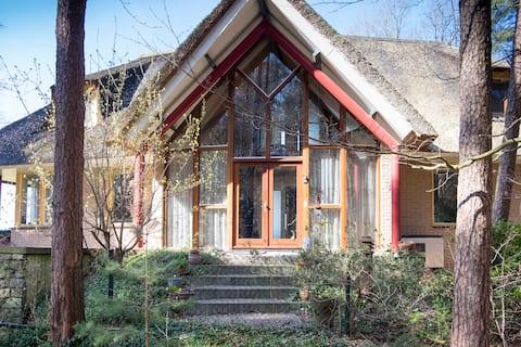 Compleet Landhuis, uniek aan water, bos en weiland
