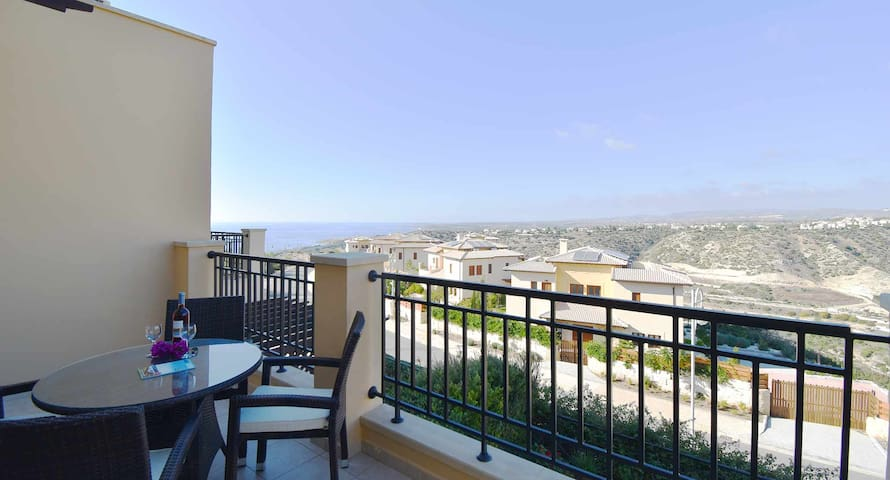 Charming Apartment Trias with amazing sea views