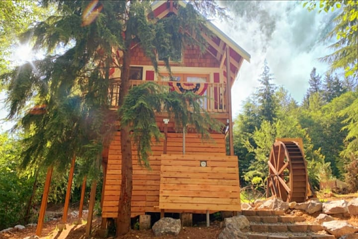 Treehouse Place at Deer Ridge! The Ole' Mill!