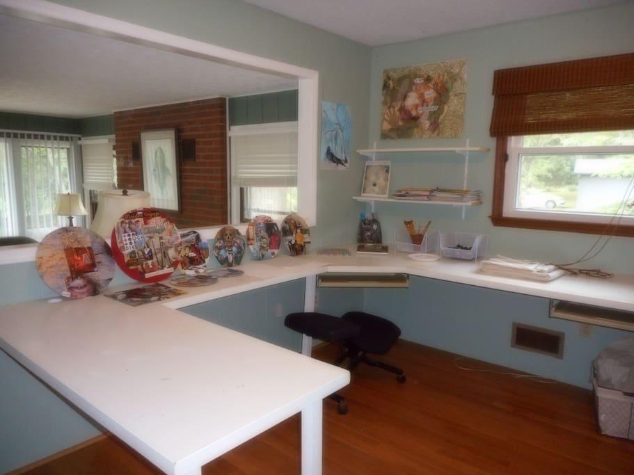 Art/work space adjacent to bedroom