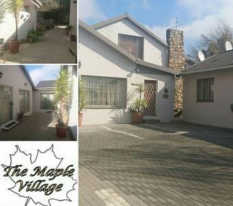 The Maple Village Guest Lodge B&B! - Edenvale