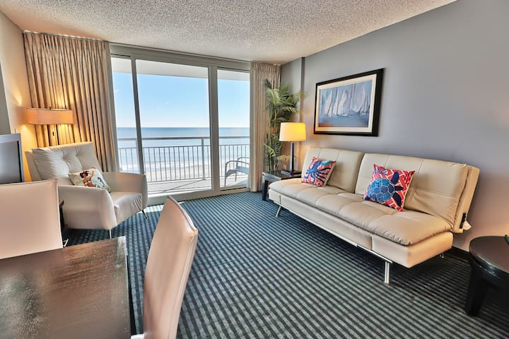 Pristine Luxury Ocean Front 1BR/ Sleep 8/Pools/WF