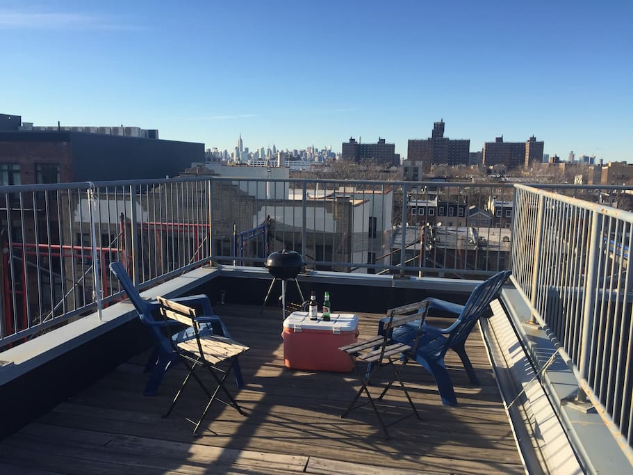 Rooftop access : BBQ,Tables, Chairs and city views
