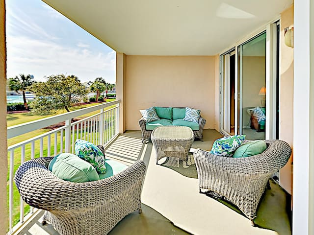 Water-View Condo w/ Pool & Hot Tub, Near Beach