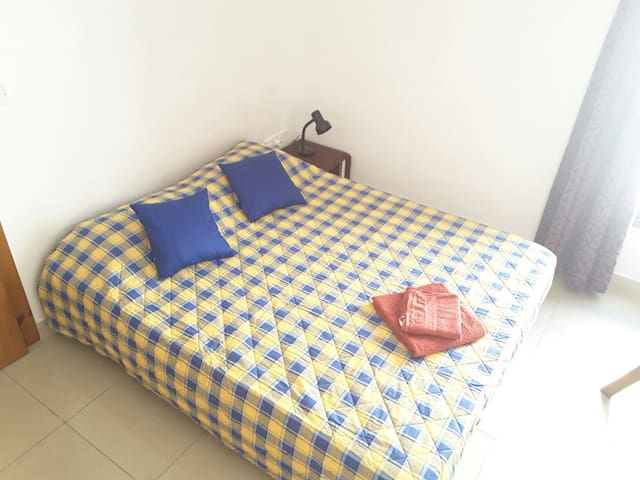 Double bed plus bunk beds - Mosta - Apartamento