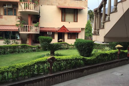 1 BHK Apartment next to Ganga Ghat - Apartment