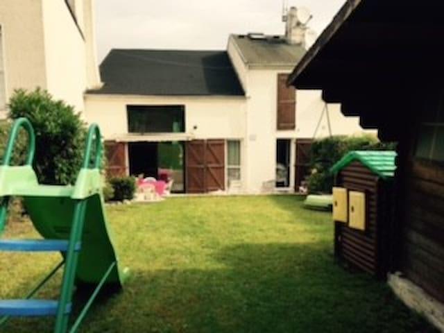 Belle maison tout confort  proche Disney et Paris - Noisiel - Casa
