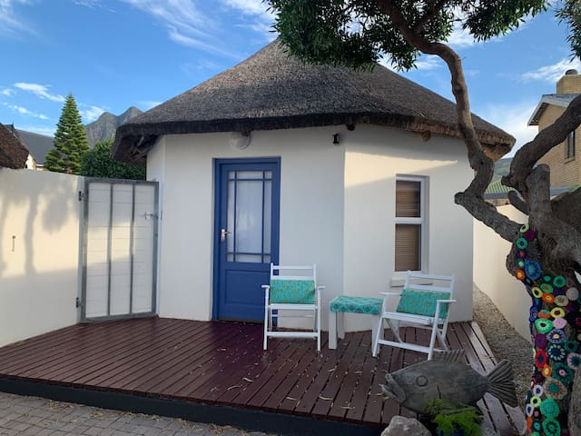 Bungalow by the sea -Kleinmond, close to Cape Town