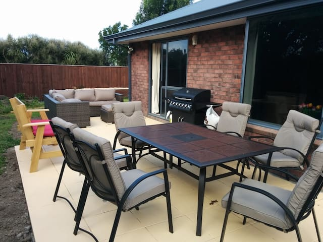 Double and Single room available - Christchurch - Haus