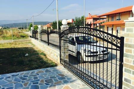 Шикарная дача для отдыха с семьей - Орфано - Haus