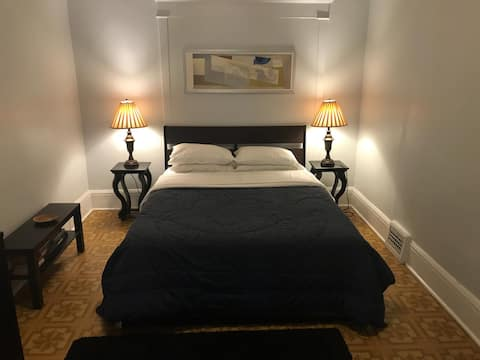 Homey and Quiet Apartment Near High Park