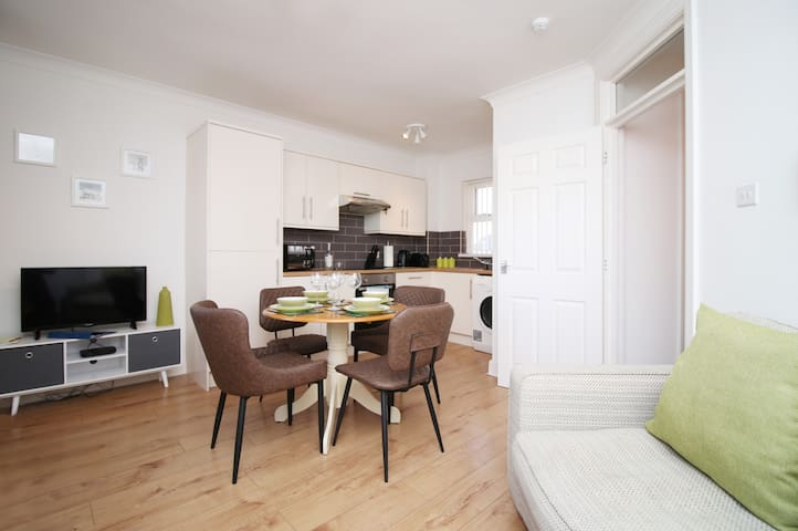 Cardiff City Apartment 2Bed With Private Parking