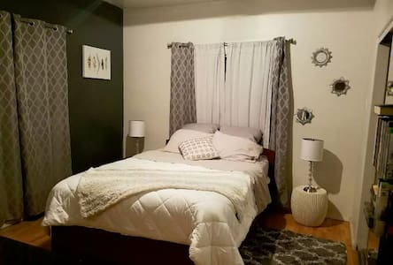 Spacious/private Bedroom - Utrera - Apartament