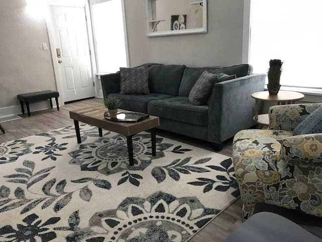 Clean Newly remodeled 2 bedroom/1 bathroom