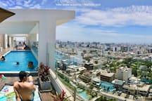 Rooftop pool with city and ocean view! (closed on monday and tuesday) Piscina en el ultimo piso con vista a la ciudad y al mar! (cerrada los lunes y martes)