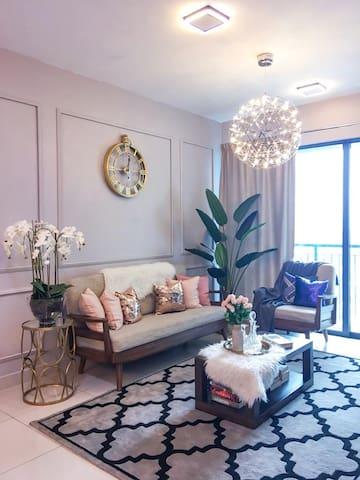 Contemporary, cozy, spacious 3-bedroom stay!