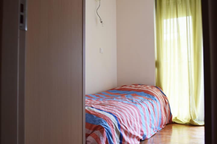 Near airport Small single bed Room in residence
