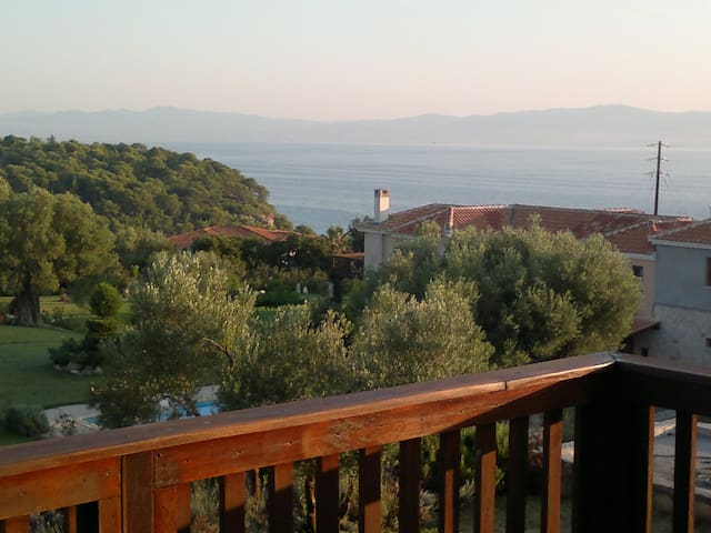 Relaxing luxurious villa in Athitos