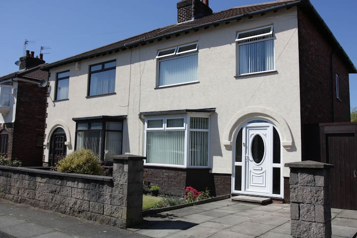 Strawberry Field House 3 bed great value sleeps 5
