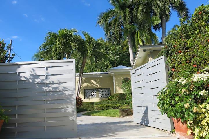 Magical Venetian Island Home - Miami Beach - Hus