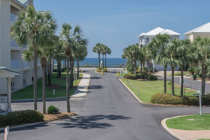 Enjoy this Scenic Blue Gulfside View from the Balcony