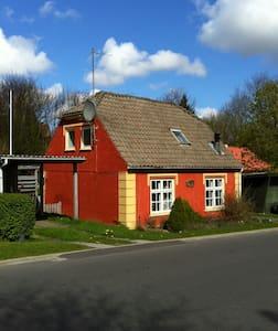 Hyggeligt gammelt hus nær skov - Sindal