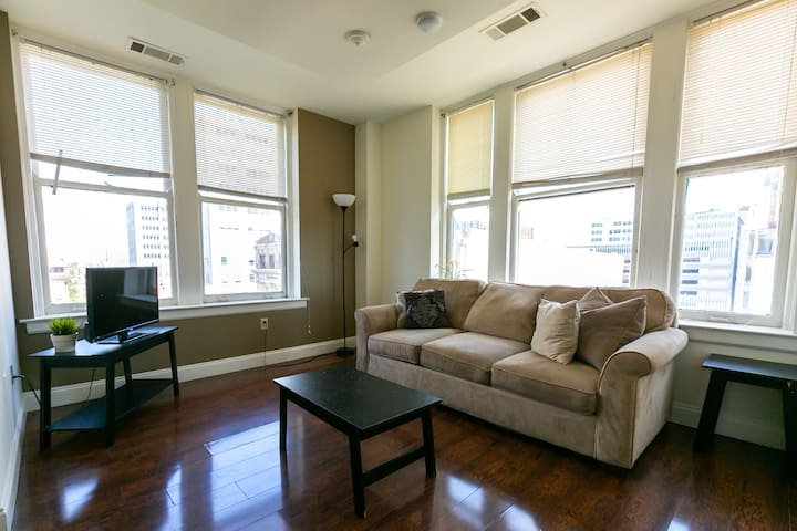 Bright 2 Bedroom w/Park Views!