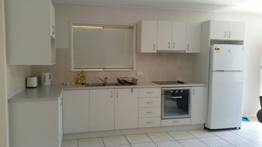 Clean, modern unit in North Mackay with NBN incl.