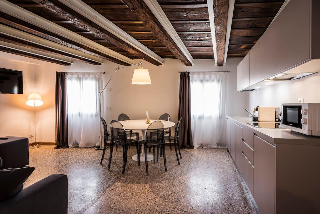 MyPlace Campo Santa Margherita Deluxe - zona giorno e angolo cottura