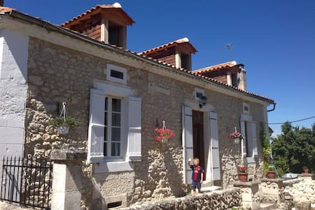 Lovely stone cottage in hamlet - Saint-Méard-de-Drône - Hus