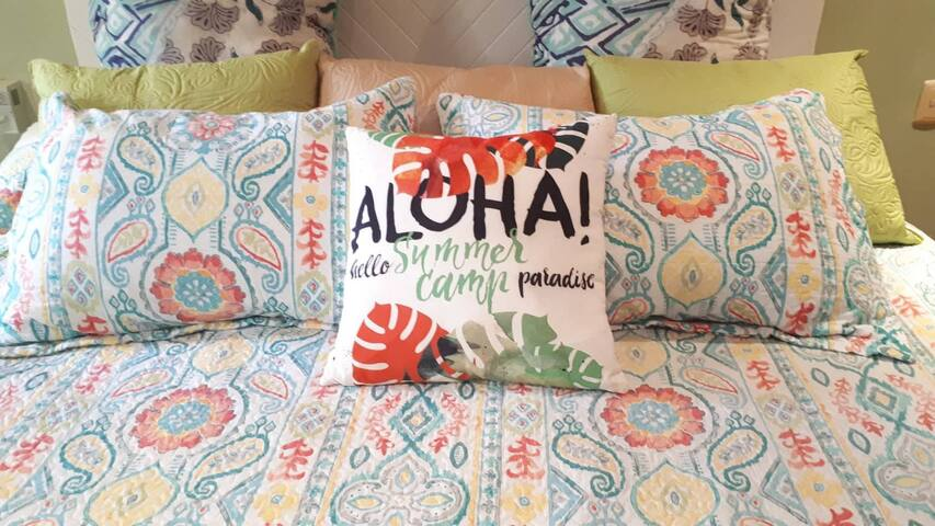 Aloha! Welcome to your large comfortable king size bed