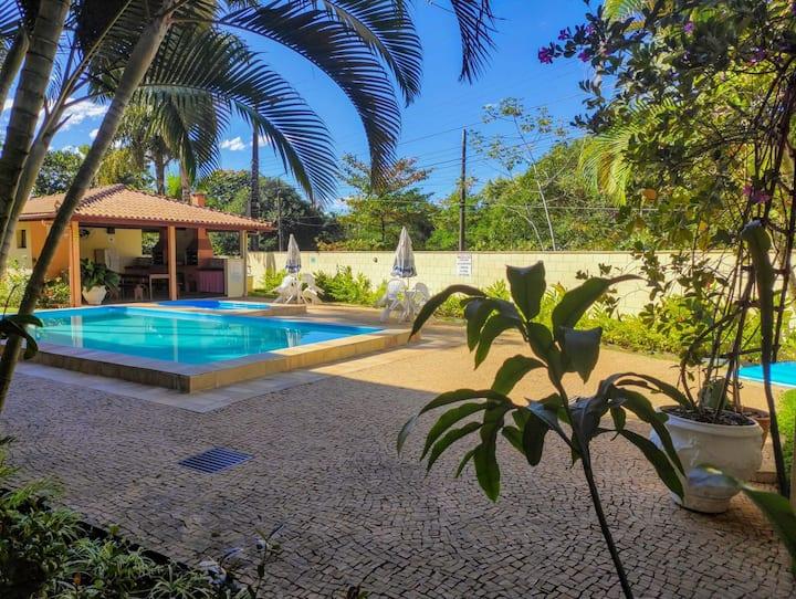 Apartamento à 400 metros - Praia das Toninhas