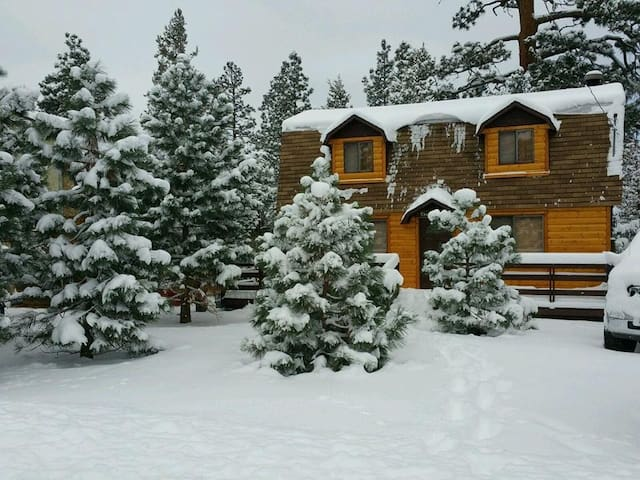 Cozy Sugar Cabin with SPA/WIFI - Big Bear
